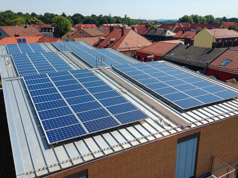 Grossansicht in neuem Fenster: 2_Stadtwerke Web-Solaranlage